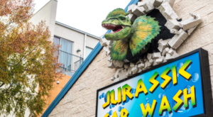 The Jurassic Park-Themed Car Wash In Texas That's Fun For The Whole Family