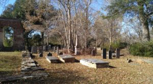The Above Ground Cemetery In South Carolina That's Equal Parts Creepy And Fascinating