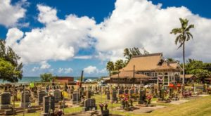 You've Probably Never Heard Of This 100-Year-Old Temple Overlooking The Ocean In Hawaii