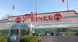 Revisit The Glory Days At This 50s-Themed Restaurant In New Hampshire