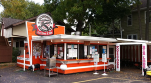 These 10 Minnesota Drive-In Restaurants Are Fun For An Old Fashioned Night Out