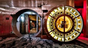 This Century-Old Bank Vault In Ohio Is Now An Amazing Place To Eat And Drink