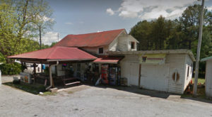 This Ramshackle Country Store Hiding In South Carolina Serves The Best Hot Dogs Around