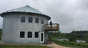 This Grain Bin Cabin In Iowa Is The Ultimate Countryside Getaway