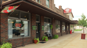 Skipping Dessert At This Famous Iowa Deli Should Be A Criminal Offense
