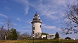 Clevelanders Adore Daytripping To This Gigantic Inland Lighthouse Surrounded By Vineyards