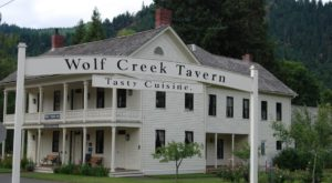 The Oldest Hotel In Oregon Is Also One Of The Most Haunted Places You'll Ever Sleep