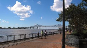 Kick Off Spring In New Orleans With These 6 Scenic Hikes Under One Mile