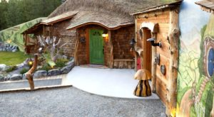 Few People Realize There's A Hobbit House In Montana Where You Can Stay The Night