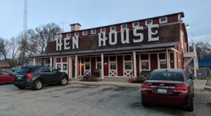 This Barn-Shaped Family Restaurant And Gift Shop In Small Town Illinois Is A Daily Delight