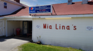 This Miniscule Pizza Shop Is Known For Having The Best Bread In Maine