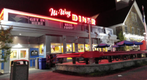 You'll Get Nostalgic At This 50s Diner Hiding In A New Hampshire Rest Stop