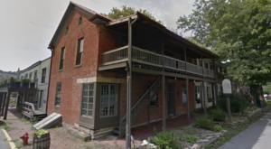 This Historic Tavern First Opened In The 1700s And Is Now One Of The Best Restaurants In Kentucky