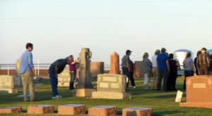 Take This Sunset Cemetery Tour In Oklahoma For A Beautifully Eerie Adventure