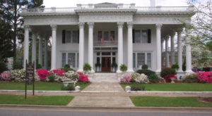 This Tour Of The Oldest Homes In Alabama Belongs On Every History Lover's Bucket List