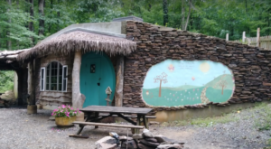 Few People Realize There's A Hobbit House In Maryland Where You Can Stay The Night