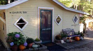 Enjoy Your Meal On The Beach At This Charming Lakefront Restaurant In Maine