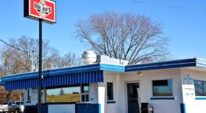 The Burgers And Shakes From This Middle-Of-Nowhere Missouri Drive-In Are Worth The Trip