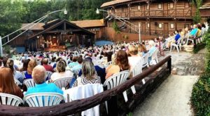 The 70-Year-Old Outdoor Theatre In Kentucky Where Entertainment Happens Under The Stars