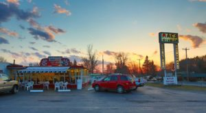 The Burgers And Root Beer From This Middle-Of-Nowhere Drive-In Are Worth The Trip From Buffalo