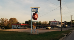 The Burgers And Shakes From This Middle-Of-Nowhere Iowa Drive-In Are Worth The Trip