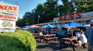 The Old Fashioned Drive-In Restaurant In Maine That Hasn't Changed In Decades