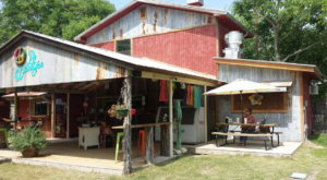 This Hippie-Themed Restaurant In Texas Is The Grooviest Place To Dine