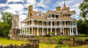 You Can Tour Texas' Oldest Mansion That Dates Back To The 1800s