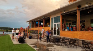 7 Lakeside Restaurants In South Carolina You Simply Must Visit This Time Of Year