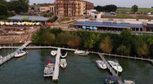 This Waterfront Grill In Iowa Is The Perfect Place To Dine This Summer