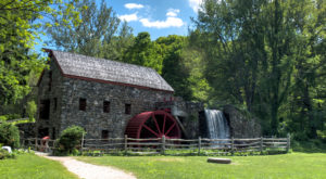 This Charming Little Mill In Massachusetts Is The Perfect Picnic Destination