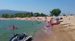 This One Beautiful Utah Lake Has A Beach That Rivals The Coast