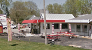 The 1950s-Style Diner And Ice Cream Parlor In Indiana That Serves Up Plenty Of Nostalgia