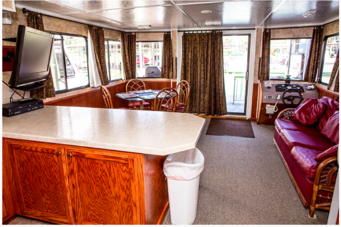 Spend The Night In This Fun Houseboat On Lake Eufaula In