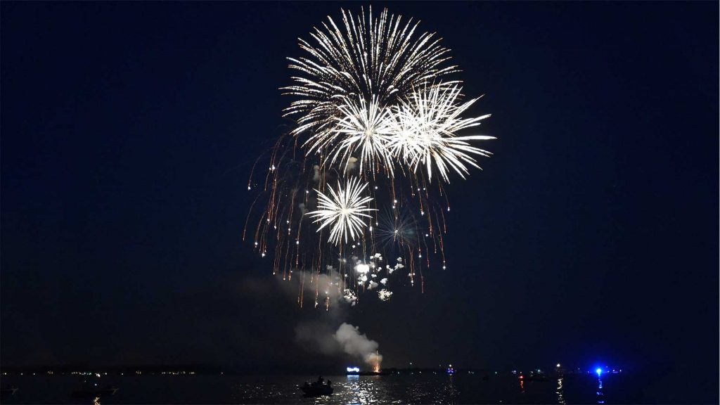 Sea Kayak Connecticut Offers A Fireworks Kayak Tour For